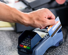 Vorsicht Gebührenfalle: Zahlen Sie nicht in Euro auf Auslandsreisen