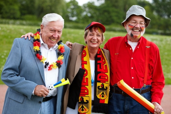 Europameisterschaft und Olympiade: Wie die Generation 50plus die Sporthighlights des Jahres verfolgt